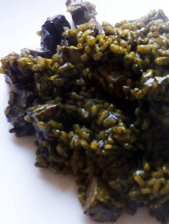 Arroz negro con bonito y almejas