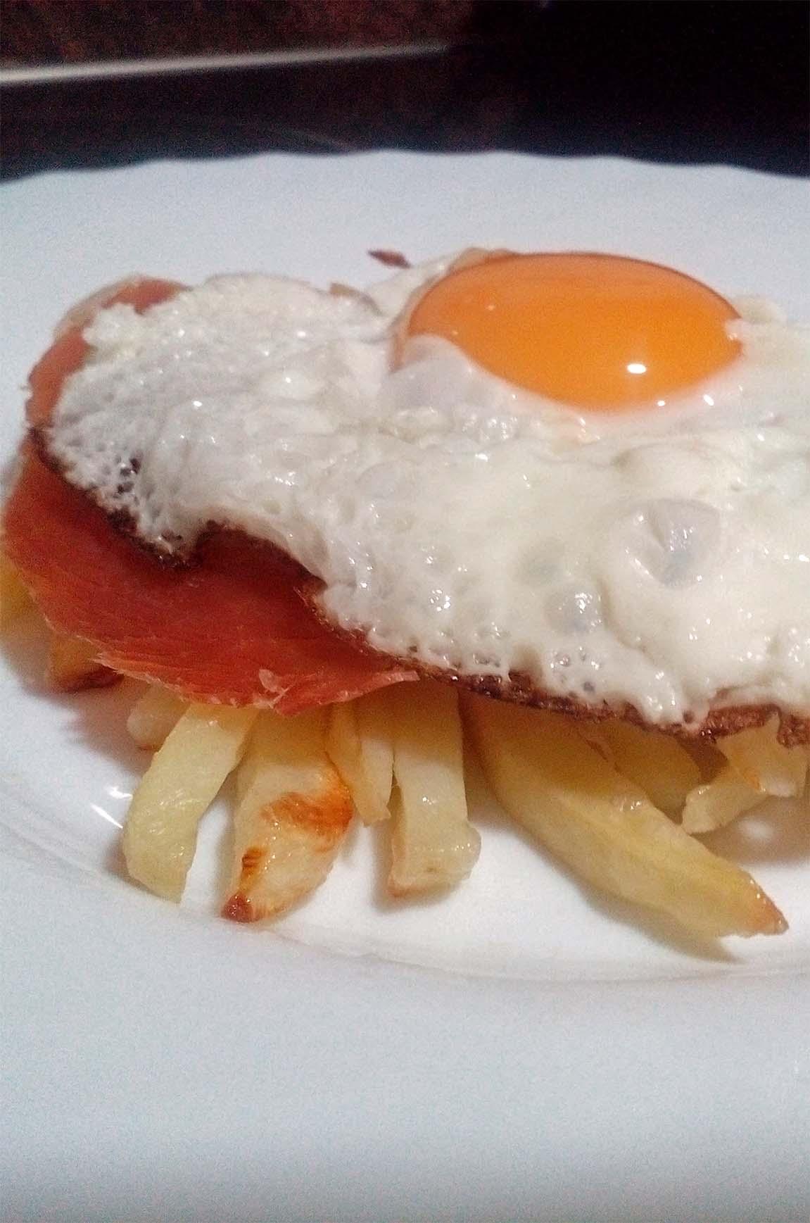 patatas con huevo y jamon