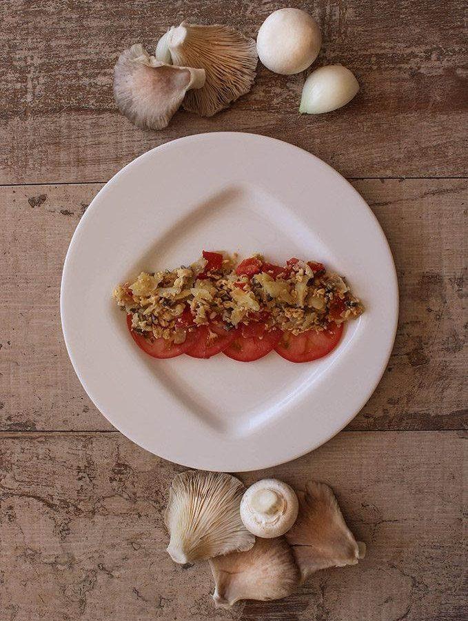 Revuelto de setas con tomate