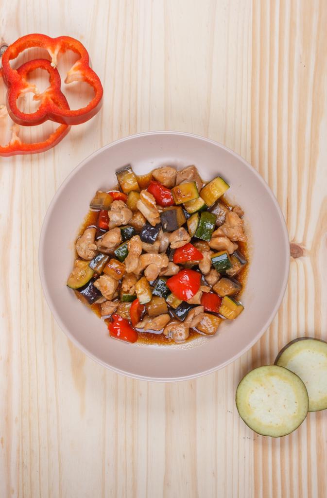 pollo con verduras al wok